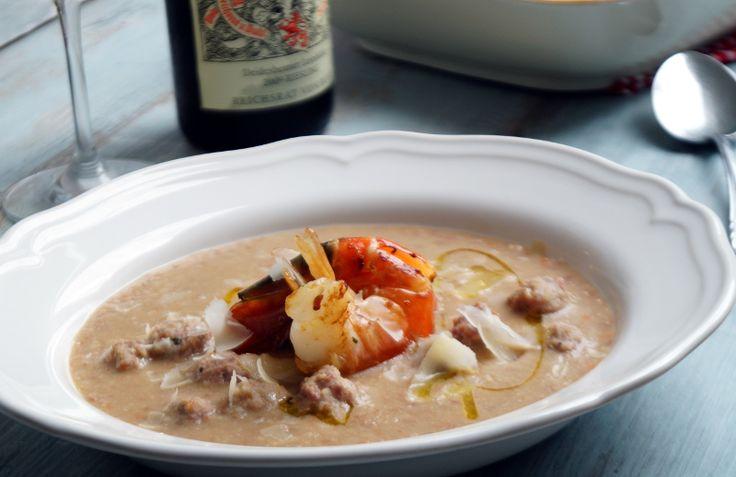 Feine Suppe aus braunen Bohnen mit Saslsiccia Bällchen und Riesengarnelen