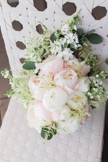 The perfect bouquet for your perfect day. Click by: Passionate Wedding Photography  #Weloveweddings #algarveweddingplanners #whiteideas #inspiration #weddings #awp #paulaandkarina #whiteimpact