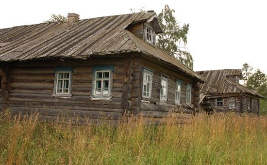 Just one of many abandoned Russian villages, scattered across huge Russia. People simply leave for cities where they can earn more, and thousands of Russian wooden architecture masterpieces, sometimes more than 200 years old, stay by their own.