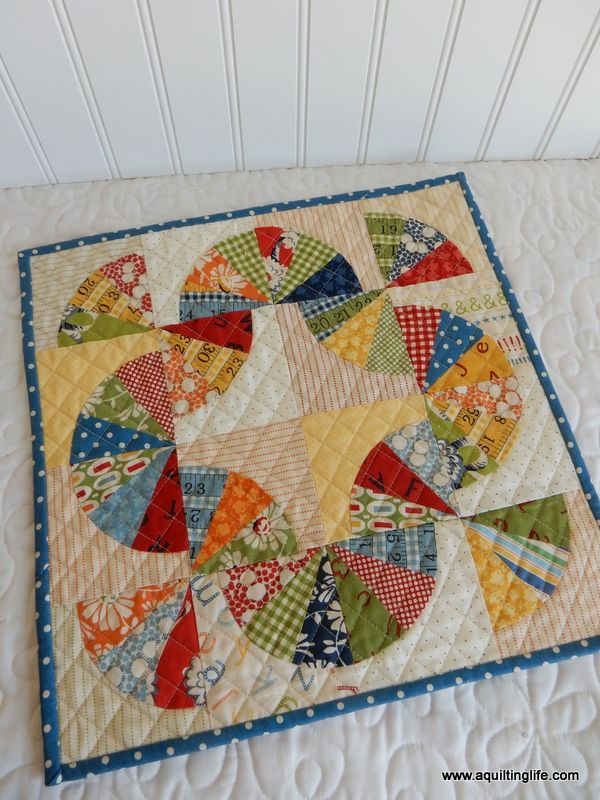Tips and helps for sewing mini quilts including ideas for decorating with your mini quilt creations.