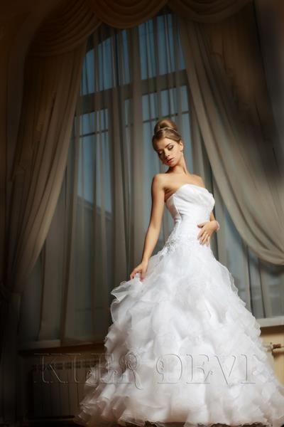 Свадебное платье ассиметричные воланы