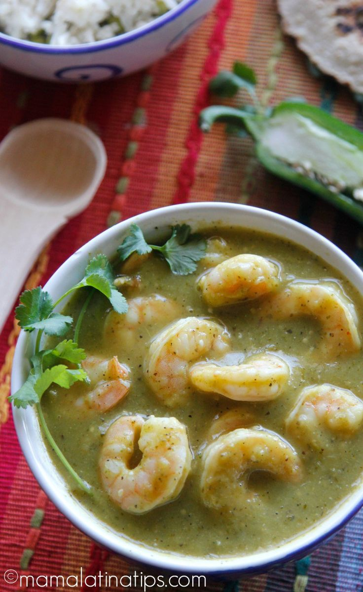 A deep roasted green salsa combined with succulent shrimp, perfect for a quick satisfying meal. Excellent for Lenten season Cilantro Recipes, Shrimp Recipes, Fish Recipes, Mexican Food Recipes, Spanish Recipes, Tomitillo Recipes, Cooking Recipes, Healthy Recipes, Salsa Verde