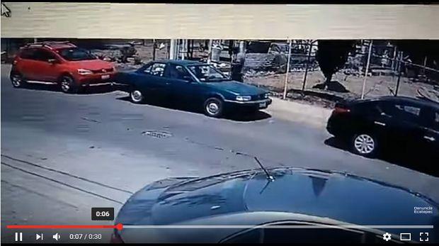 (Video) Roba un auto en Nezahualcóyotl; sólo necesitó 30 segundos - http://www.esnoticiaveracruz.com/video-roba-un-auto-en-nezahualcoyotl-solo-necesito-30-segundos/