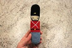 Pattern crochet baby toy., English soldier guard bearskin