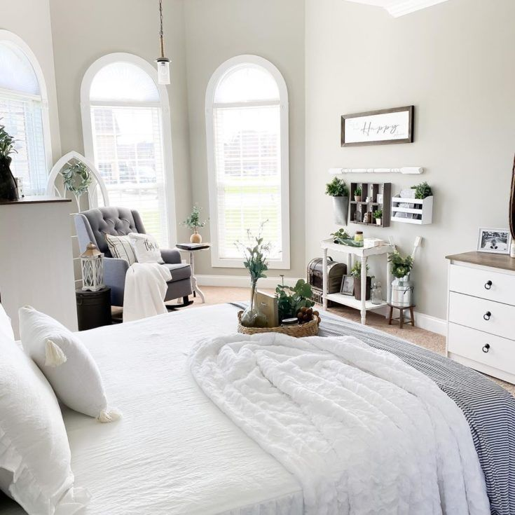 No Curtains And Plenty Of Natural Sunlight Highlights The Warm Undertones In Mindful Gray P S If You Are A Fan Of Neutrals Paint C In 2020 Beautiful Decor Decor Home