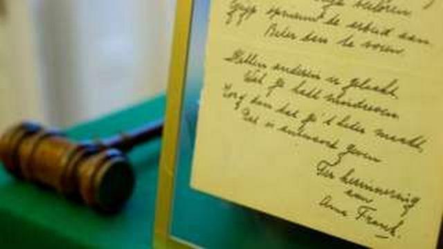 Ποίημα της Άννας Φρανκ πωλήθηκε για 148.000 δολάρια: Ένα ποίημα, σπάνιο χειρόγραφο που υπογράφεται από την Άννα Φρανκ, το οποίο η Eβραία…