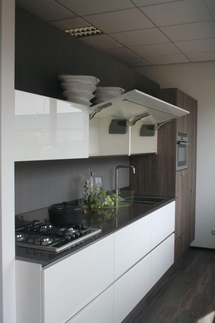 Afbeeldingsresultaat voor keuken greeploos met aan een kant bovenkastjes met afzuiging er in verwerkt