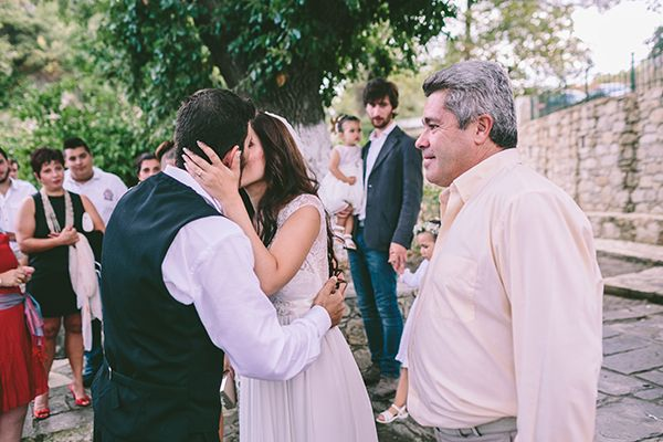 Beautiful vintage style wedding! http://www.love4weddings.gr/romantic-wedding-in-crete/ Photo by George Pahountis #weddingsincrete #vintagewedding #vintegestylewedding #teacupdecor