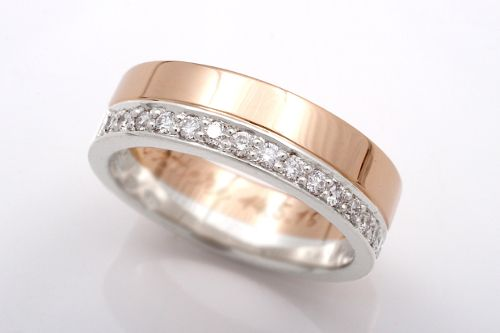 White gold / yellow gold wedding band with diamonds. CaiSanni.