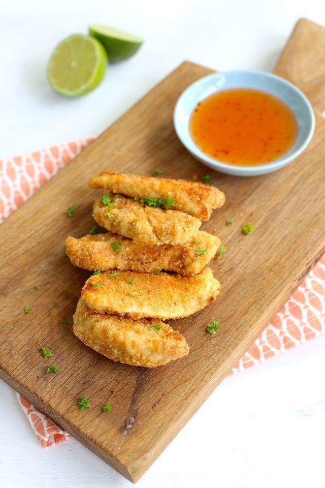 Vinden jullie de kipfiletjes van KFC ook altijd zo lekker? Dit recept voor krokante kip uit de oven komt wel erg in de buurt! Ze zijn lekker mals en ze zijn binnen een mum van tijd op, dus maak gerust