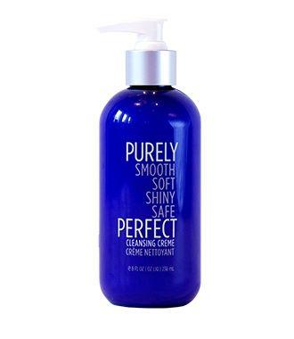 Nieuw bij COSMANIA: Purely Perfect! De nieuwe manier van je haar wassen! Bij Purely Perfect zijn ze van mening dat de meeste shampoo's een uitdrogende werking hebben op het haar, waardoor je je haar moet voeden met conditioners en/of maskers. Wanneer het haar wordt uitgedroogd gaat de hoofdhuid voortdurend extra olieen produceren om de droogte te compenseren, waardoor je haar snel vet kan worden. Daarom heeft Purely Perfect een alternatief bedacht, namelijk de Cleansing Crème. Deze Cleansing…