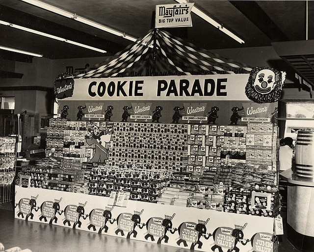 A charming Mayfair Supermarket Cookie Display, 1950s. #vintage #supermarket #shopping