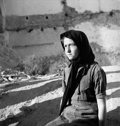 Πορτραίτο κοριτσιού. Κρήτη, 1945-1947 Βούλα Θεοχάρη Παπαϊωάννου