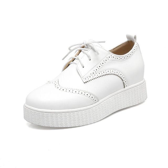 2017 мода Весна Женщины Brogue Обувь Лепнина Лакированной Кожи Зашнуровать Обувь для Женской Обуви Дамы Оксфорды Обувь Zapatos Mujer купить на AliExpress
