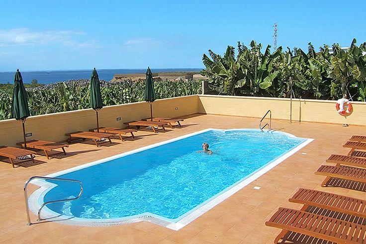 Description: Authentieke boerderij vlak bij zee en op een bijzondere plek gelegen Gegarandeerd uitzicht op zee Hotel Rural El Navio is een klein hotel aan de zonnige westkust van Tenerife. Er zijn slechts 11 kamers allemaal op de begane grond meteen prachtig uitzicht op zee en op het eiland La Gomera. Licht en rustiek zo kun je de inrichting van de kamers in Hotel Rural El Navio met antieke meubeltjes wel noemen. Een wandeling door de directe omgeving is een hele bijzondere. Je wandelt…