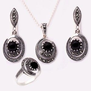 Markazit taşlarla işlenmiş, 925 ayar muhteşem gümüş bayan set