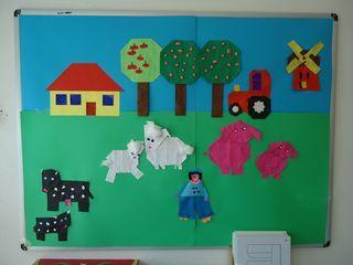 * Laat de kinderen verschillende dieren en andere onderdelen van de boerderij vouwen en maak er een groepswerk van.