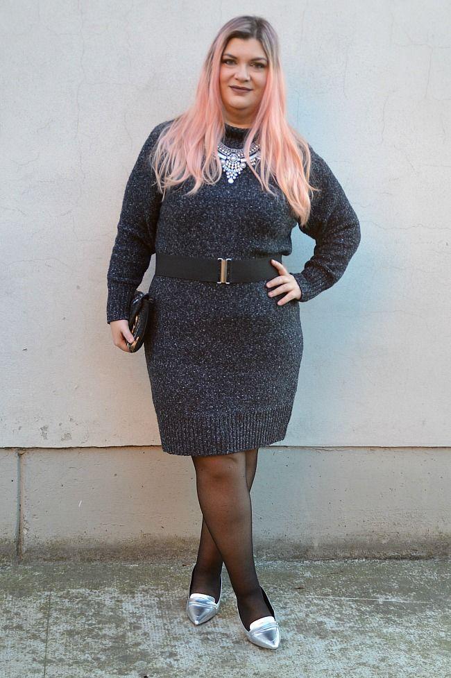 Outfit: maglione-vestito grigio e accessori metallizzati