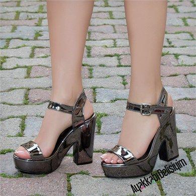Vernalis Parlak Gri Kalın Platform Topuklu Ayakkabı