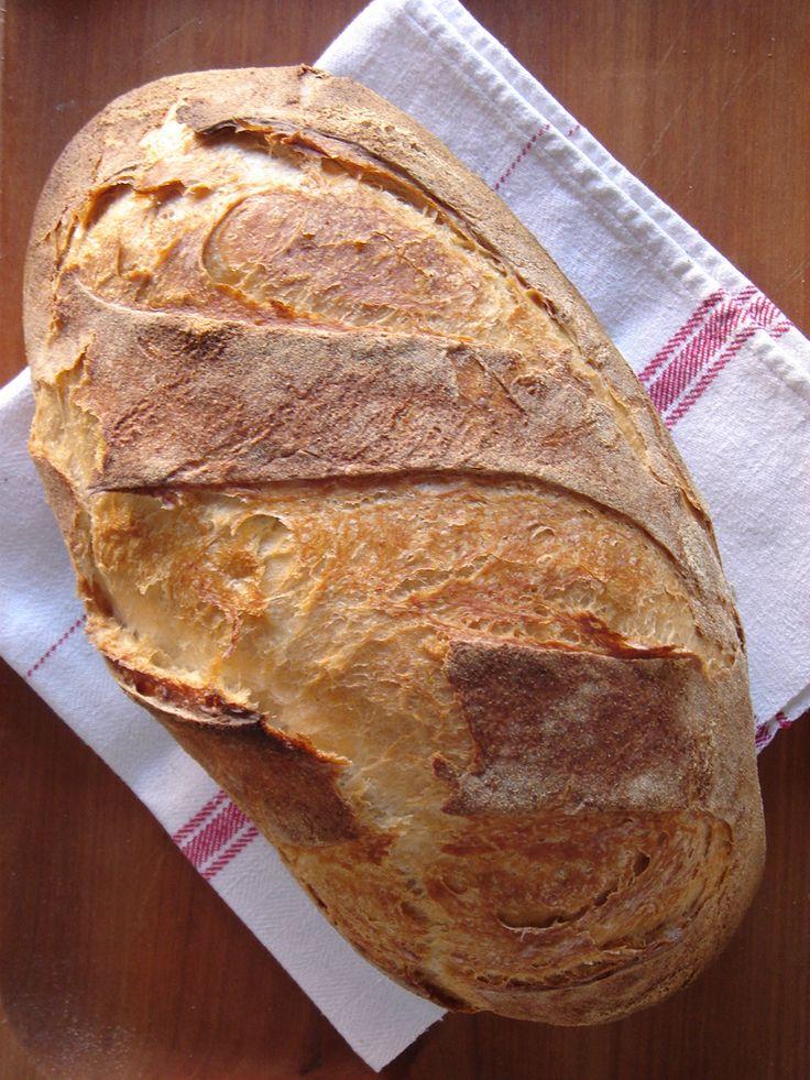 Ahogyan írtam a diós gyökérkenyérnél (paillasse)  a kovász , amivel dolgozom maga a tökély, érett, a belőle sült kenyér belseje bárs...