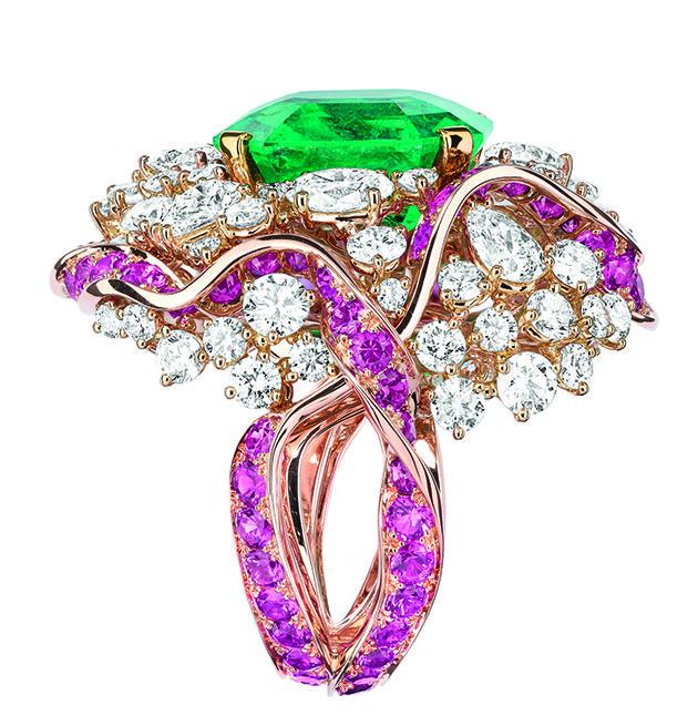 Soie Dior, l'oro come nastri di seta nel nuovo lavoro di Victoire de Castellane