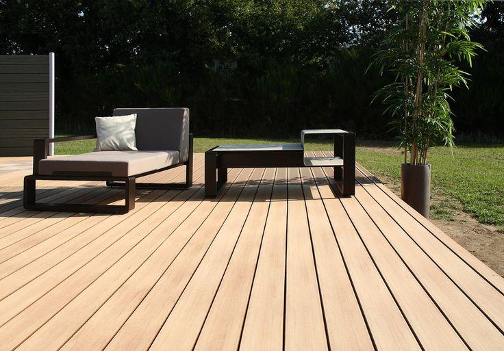 Découvrez la lame de terrasse composite Emotion Lisse créée par Silvadec. Ecologique, elle offre une finition bois authentique à votre terrasse composite.
