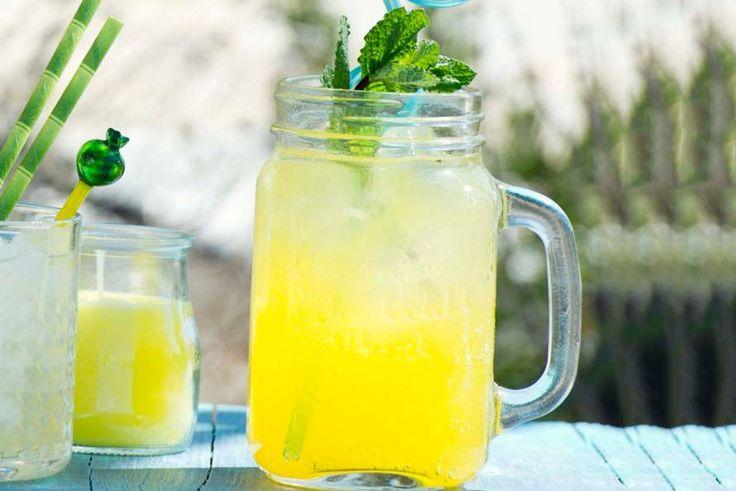 Zodra het cocktailuur heeft geslagen, duik jij de keuken in om dit alcoholvrije drankje te maken. Lékker! - Recept - Allerhande