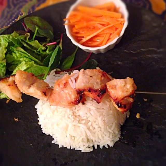 今日もマレーシア料理。会社から帰ってから作るので30分クッキングです。  お気に入りのメニューです。  ジャスミンライスで。^_^ - 65件のもぐもぐ - Malaysian Chicken satay                   マレーシアン チキンサテー by yurikos16