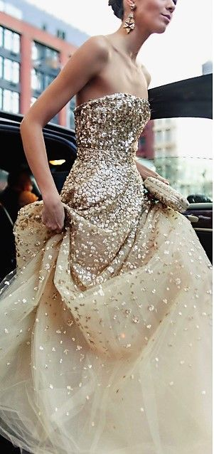 33 Gorgeous Sparkling, Glittering Wedding Gowns!