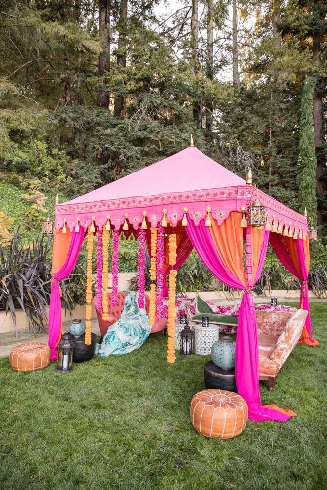 A Great Gazebo For An Outdoor Party Party Decorations