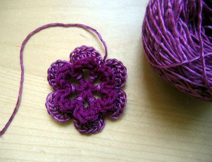 A simple crochet flower. Step by step