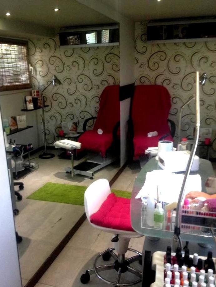Γιορτινές προσφορές στο Body n' Soul Gym &Spa: Moisturize & shine: Ενυδάτωση προσώπου & μόνιμο βάψιμο: 90' - 35€ Relaxation now: Χαμάμ, μάσκα σώματος από μετάξι & μόνιμο βάψιμο: 120' - 45€ Με κάθε θεραπεία, ένα μακιγιάζ εντελώς δωρεάν (κατόπιν ραντεβού). Όλα τα προϊόντα BIOLINE - 25%. Εσείς τι δώρο θα κάνετε στον εαυτό σας; Για ραντεβού: +302242047107 ή spa@koshotel.gr.