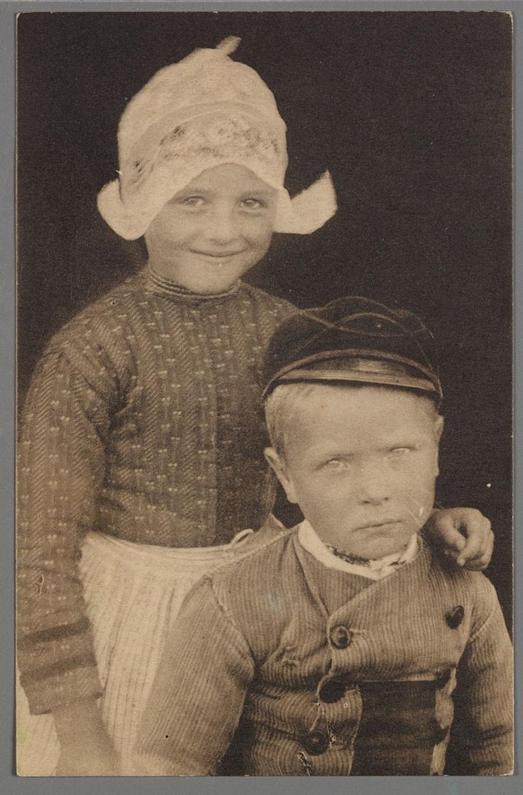 Broer en zus uit Volendam