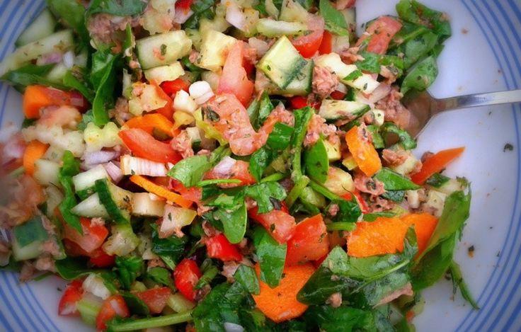 Sałatka z tuńczykiem i czosnkiem