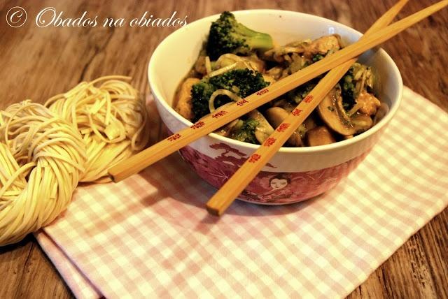 http://www.obados-na-obiados.com/2013/03/chow-mein-z-brokuem-i-pieczarkami.html