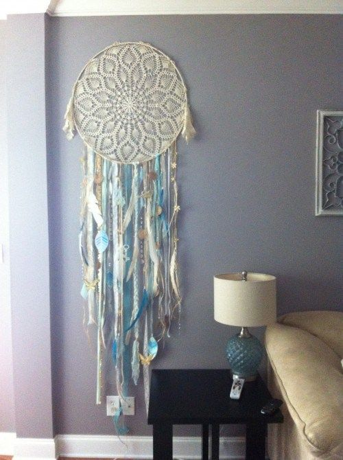 Wedding dreamcatcher, interior. Blue grey wall.