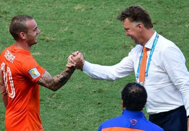 Latest Football News: Wesley Sneijder slams former Manchester United coa...