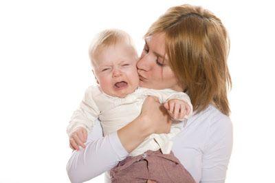 Le domande dei genitori. Questa volta si tratta di un bimbo di 4 mesi che improvvisamente dorme di meno e piange disperato. Di cosa potrebbe trattarsi?