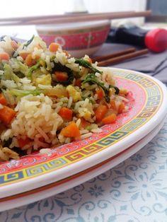 Riz sauté végétarien (chou frisé, carotte, omelette, oignon, sauce soja, riz basmati Alter Eco)