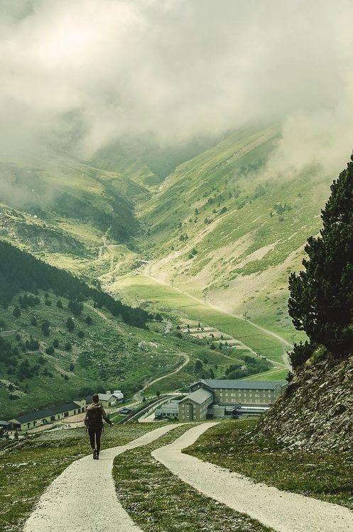 FIN DE SEMANA EN LOS PIRINEOS. Escapada de fin de semana para grupos visitando Andorra y el Santuario de Meritxell.