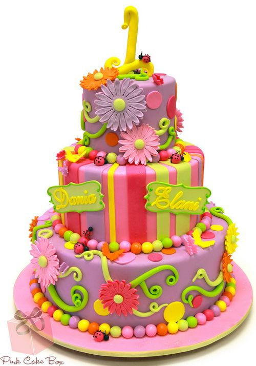 beautiful 1st birthday cake with flower1 1st Birthday Cake Ideas