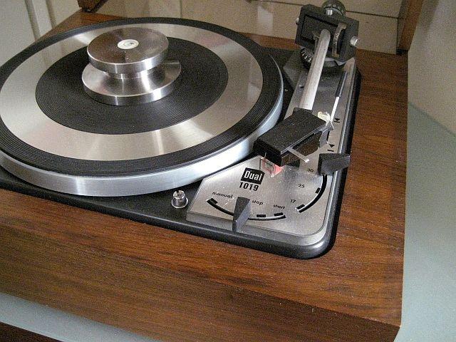 Dual Turntable - www.remix-numerisation.fr - Rendez vos souvenirs durables ! - Sauvegarde - Transfert - Copie - Digitalisation - Restauration de bande magnétique Audio - MiniDisc - Cassette Audio et Cassette VHS - VHSC - SVHSC - Video8 - Hi8 - Digital8 - MiniDv - Laserdisc - Bobine fil d'acier - Micro-cassette - Digitalisation audio