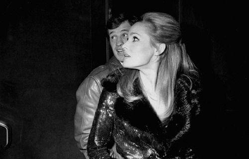 Jean-Paul Belmondo and girlfriend Ursula Andress, photographed by Raymond Depardon, Paris (500×320)