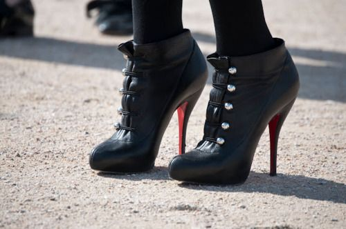 I want these!: Fashion Style, Shoes Fashion, Black Red, Dreams Shoes, Louboutin Booty, Heels Shoes, Christian Louboutin, Cute Winter Boots, Heavens Shoes