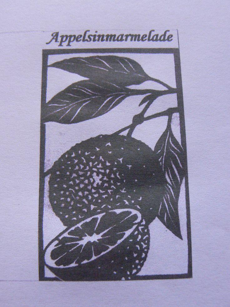 Rå-syltet appelsinmarmelade Til ca 1 liter marmelade skal du bruge: 4 usprøjtede appelsiner 100 g tørrede abrikoser 500 g sukke...