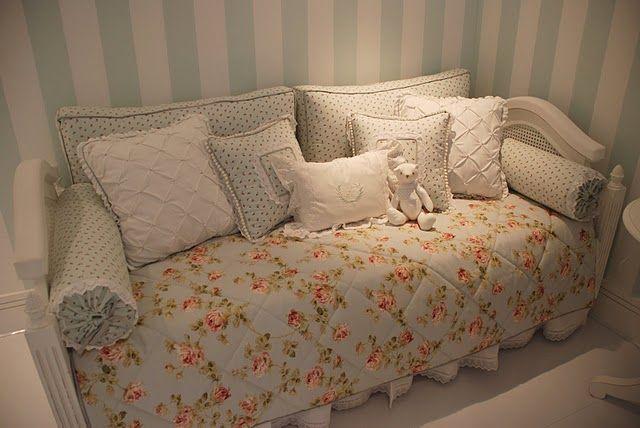 quarto bebe tecido floral
