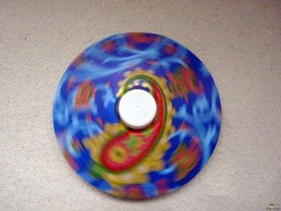 Kreatív ötletek újrahasznosítás: CD pörgettyű    http://www.hobbycenter.hu/Zold-Zona/kreativ-oetletek-ujrahasznositas-cd-poergetty.html