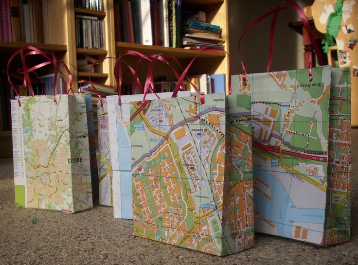 Giftbags van oude kaarten / behang / ....