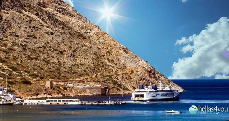 Sifnos, stands out for its authentic Cycladic charm. It is an island with endless natural beauties and traditional settlements. One of the most popular resorts on the island are Kamares, where is the port of Sifnos.