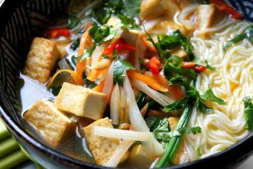 Tofu & rice noodle soup, with radish, carrot and spinach (low FODMAP, gluten free, vegan)